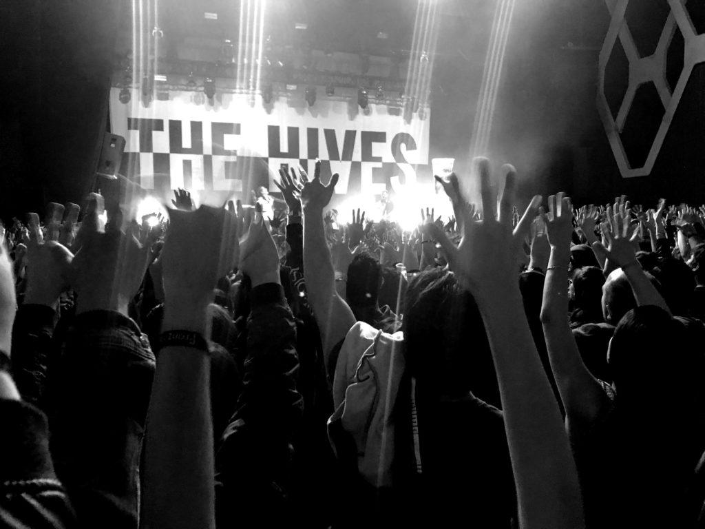 The Hives: apagón y concierto