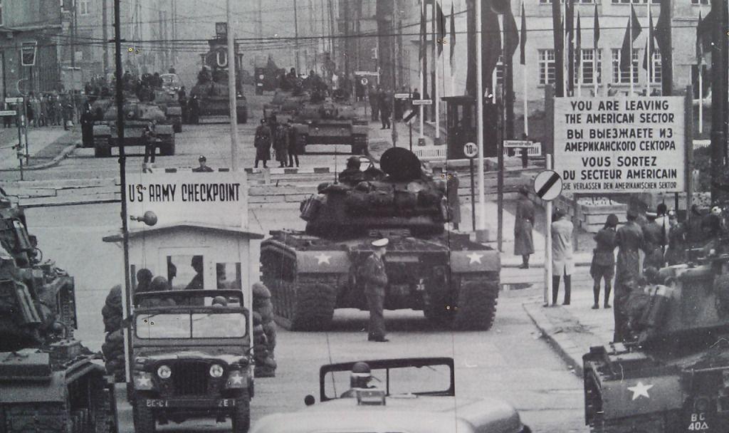 Checkpoint Charlie o ¿y ahora quién será el villano?