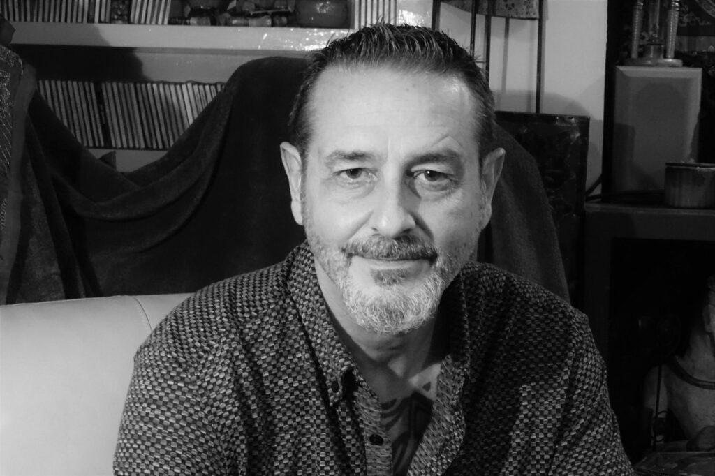 Vicente Gallego: La poesía hace y deshace, nos lleva por donde quiere